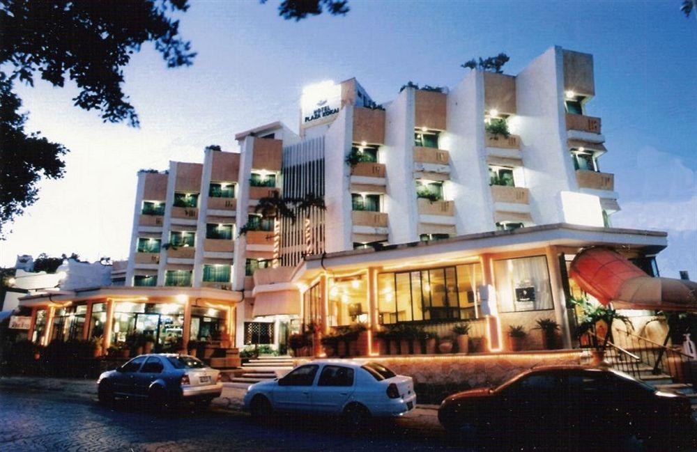 Plaza kokai hotel cancun quintana roo for Fachadas hoteles minimalistas